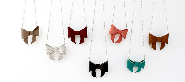 bow necklace feature2