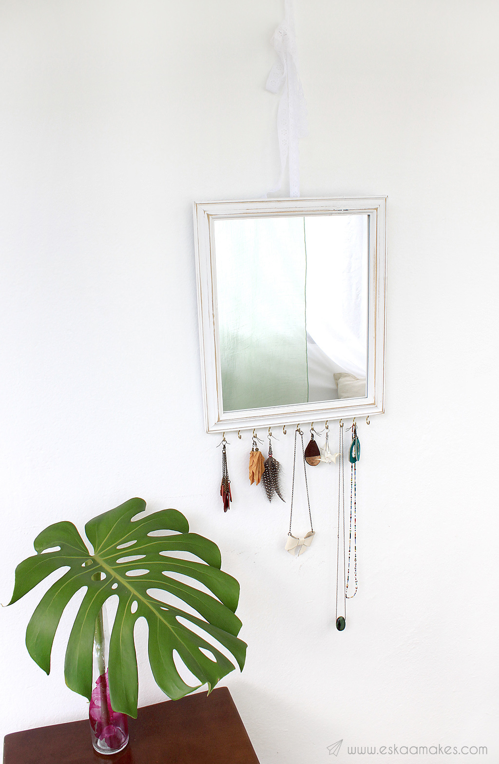 upcycling-jewellery-display-mirror-1