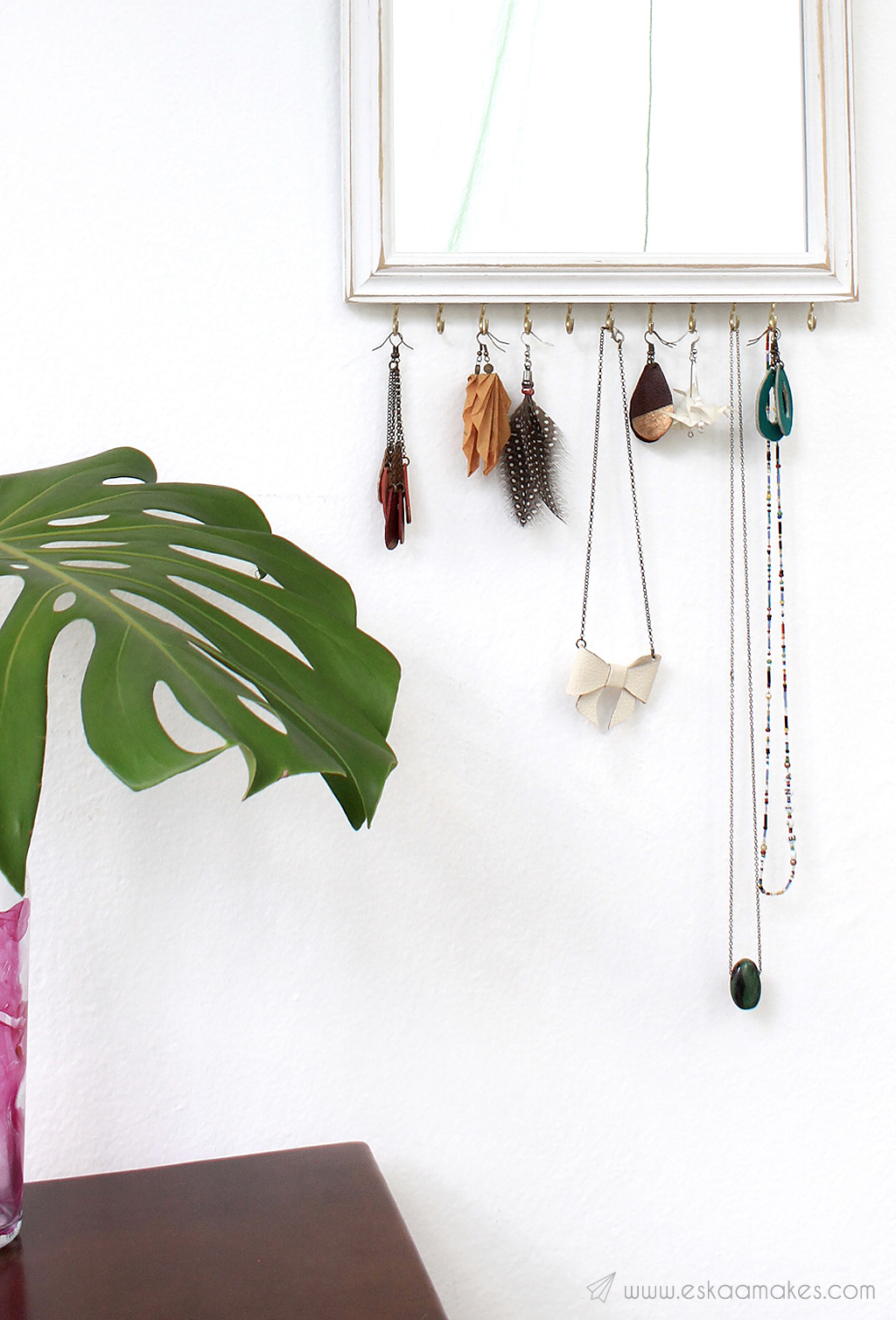 upcycling-jewellery-display-mirror-2