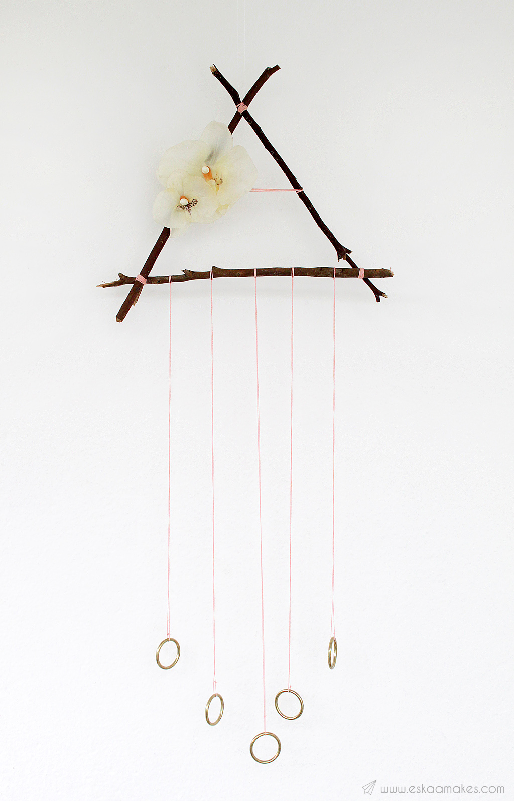 How to make: triangle dreamcatcher with twigs