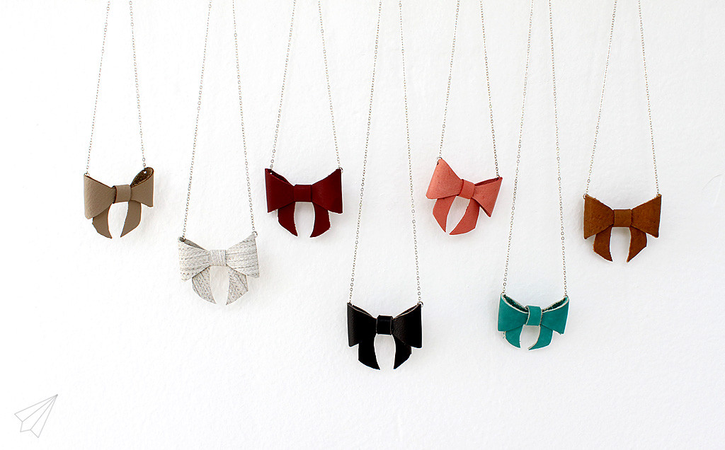 bow necklace various