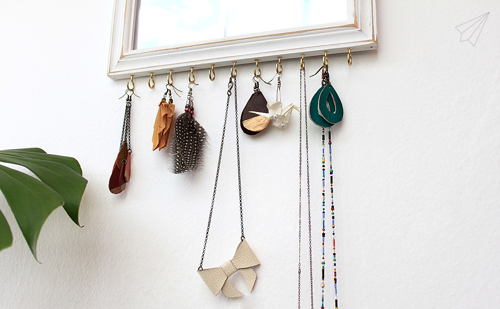 jewellery mirror necklaces