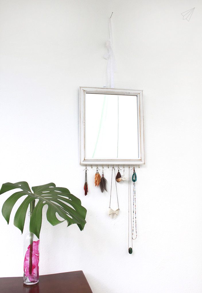 jewellery display mirror side