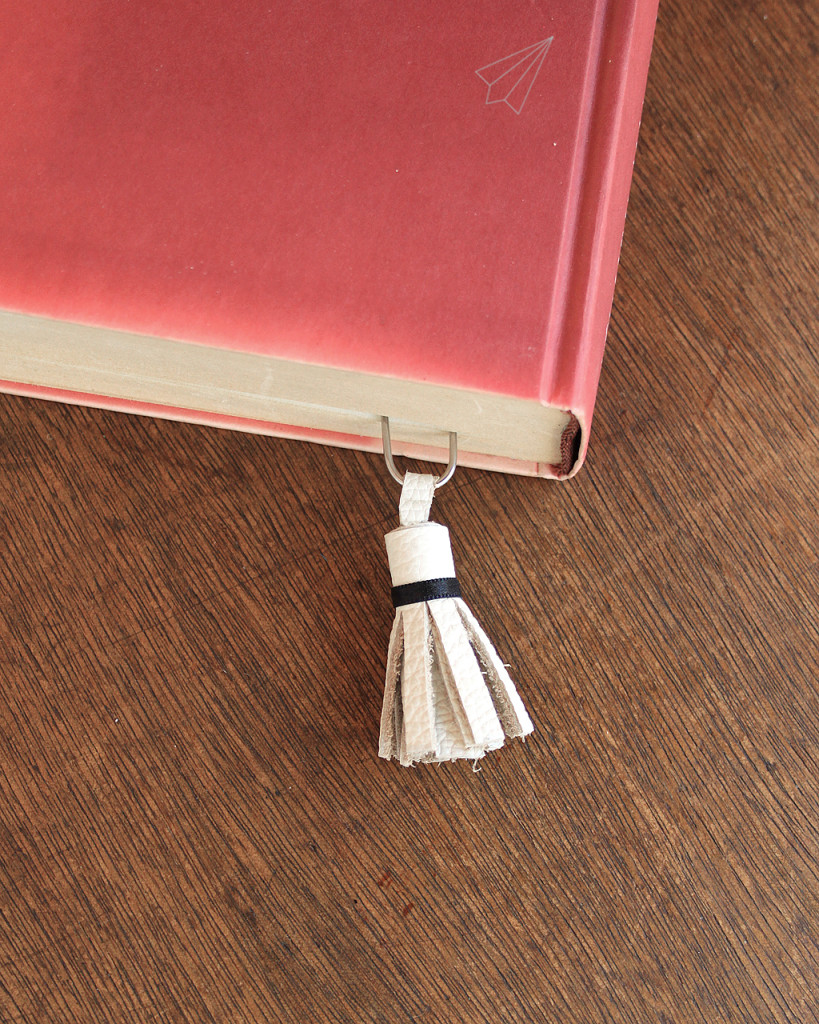 how to make a bookmark tassel with yarn