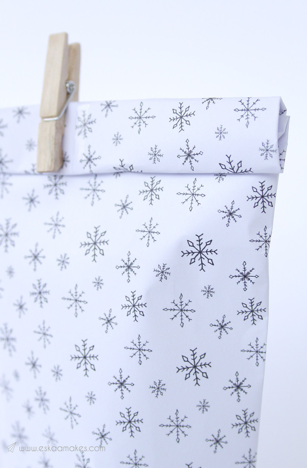 photograph relating to Printable Wrapping Paper known as No cost Printables: hand-drawn reward wrap » [es.kaa.] produces